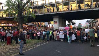 Vecinos de Ecatepec bloquean la Avenida Central Carlos Hank González