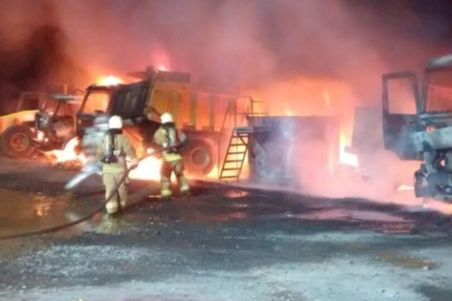 Encapuchados queman camiones y maquinaria en Chile; autoridades califican como acto terrorista