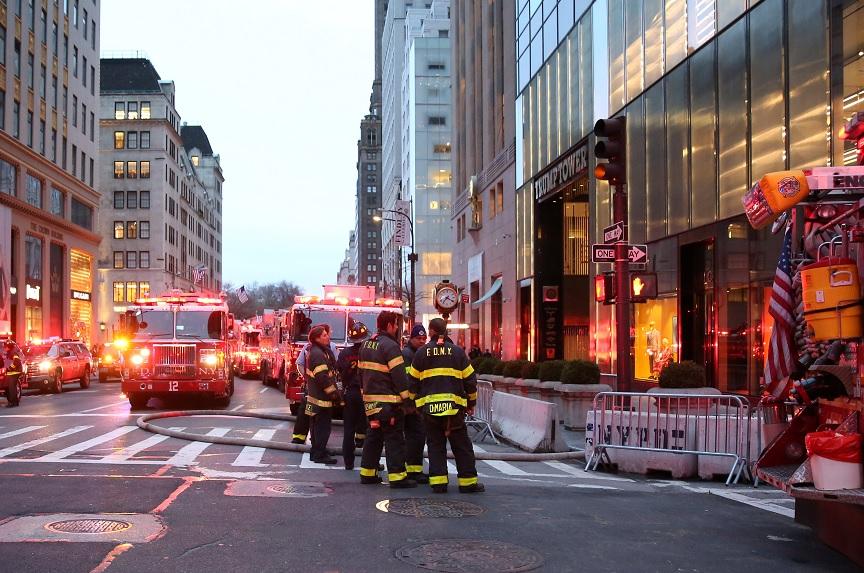 Víctima del incendio en la torre Trump era amigo de Andy Warhol