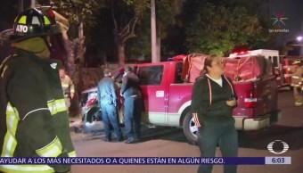 Camioneta choca en Eje 6 Sur y Andrés Molina Enríquez
