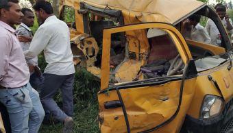 choque tren y transporte escolar deja 13 ninos muertos india
