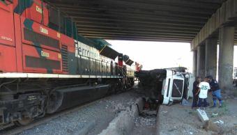 Tren arrastra 20 metros a tráiler en Tlaquepaque, Jalisco; hay un lesionado
