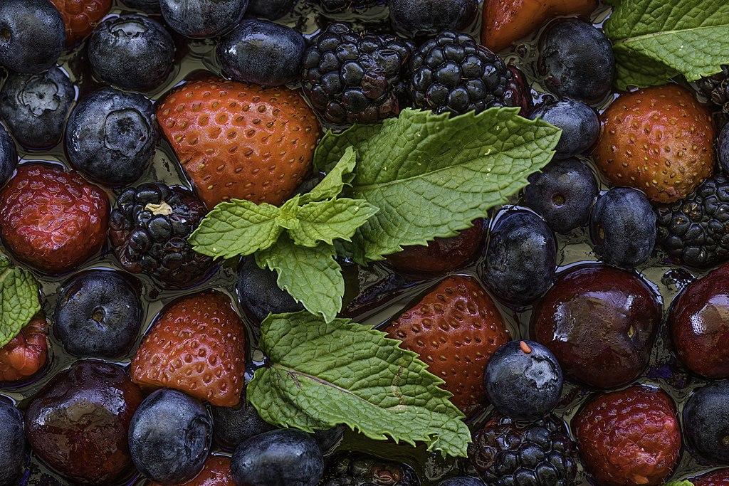 Consumo de frutos rojos y vino tinto ayuda a mejorar la salud mental