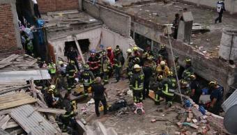 Suman 10 lesionados por derrumbe de edificio tras explosión en Iztacalco