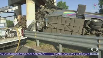 Dos muertos y 20 heridos, saldo de accidente en la carretera México-Tuxpan