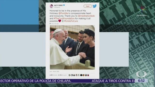 El papa Francisco saluda a Katy Perry