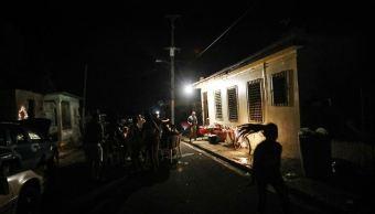 Un total de 1.100.000 clientes recuperan luz tras apagón masivo en P.Rico