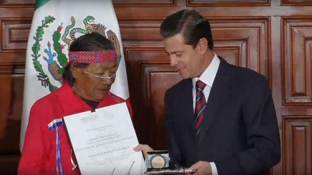 EPN entrega los Premios Nacionales de Ciencias