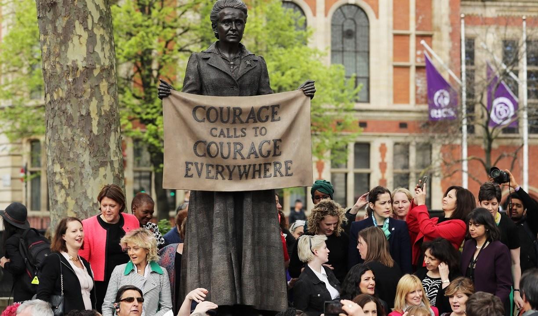 Inauguran la primera estatua de una mujer en plaza del Parlamento británico
