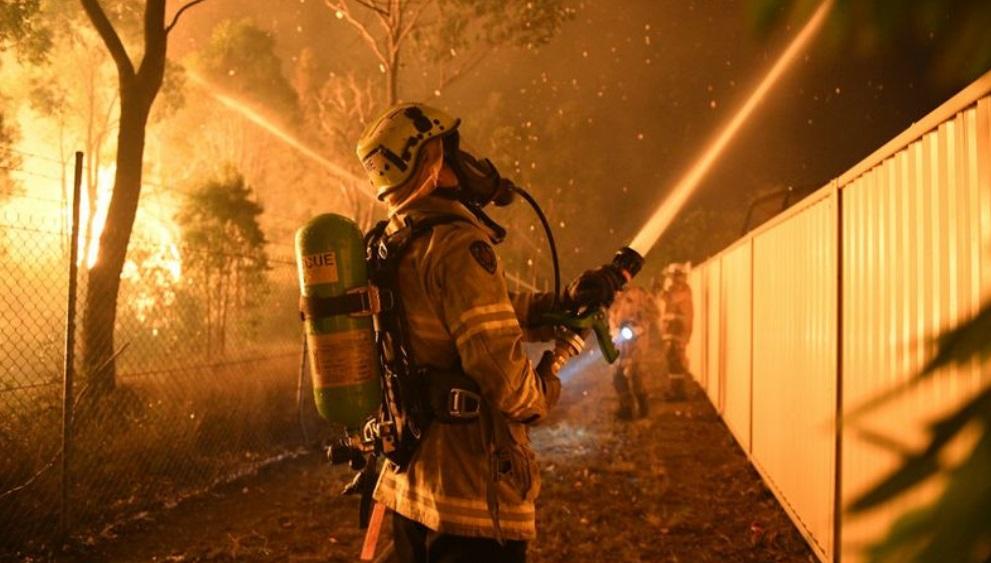 Más de 500 bomberos combaten incendio en Sídney, Australia