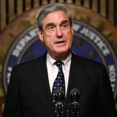 Mueller recibió autorización para investigar relación Manafort-Rusia, según documento