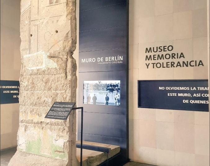 EPN pide no olvidar los genocidios durante inauguración