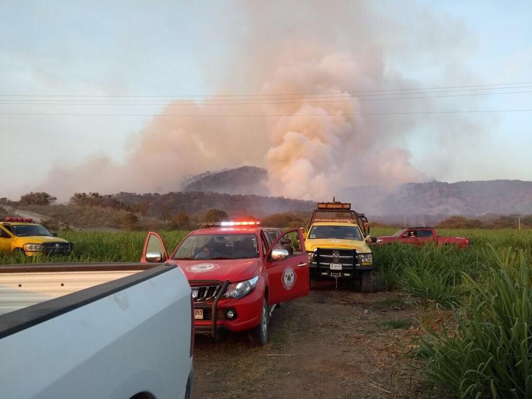 Activan alerta atmosférica en zona metropolitana de Guadalajara por incendio en bosque