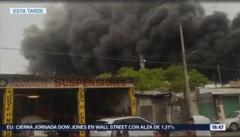 Incendio en fábrica de espuma sintética en Ocoyoacac Edomex