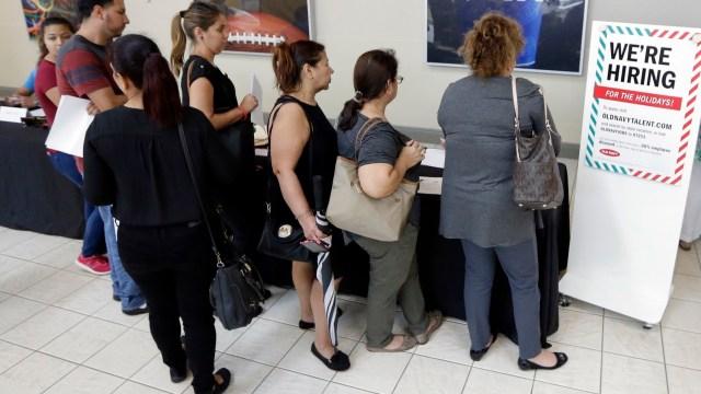 Las solicitudes de subsidio por desempleo en EU bajan