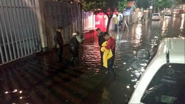 Lluvia y granizo afectan seis colonias de Iztapalapa, CDMX