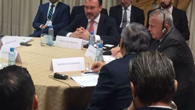 Luis Videgaray se reúne en Perú con representantes de países centroamericanos y EU.