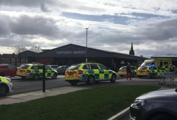 Automovilista de 80 años embiste a multitud en Manchester; hay seis heridos