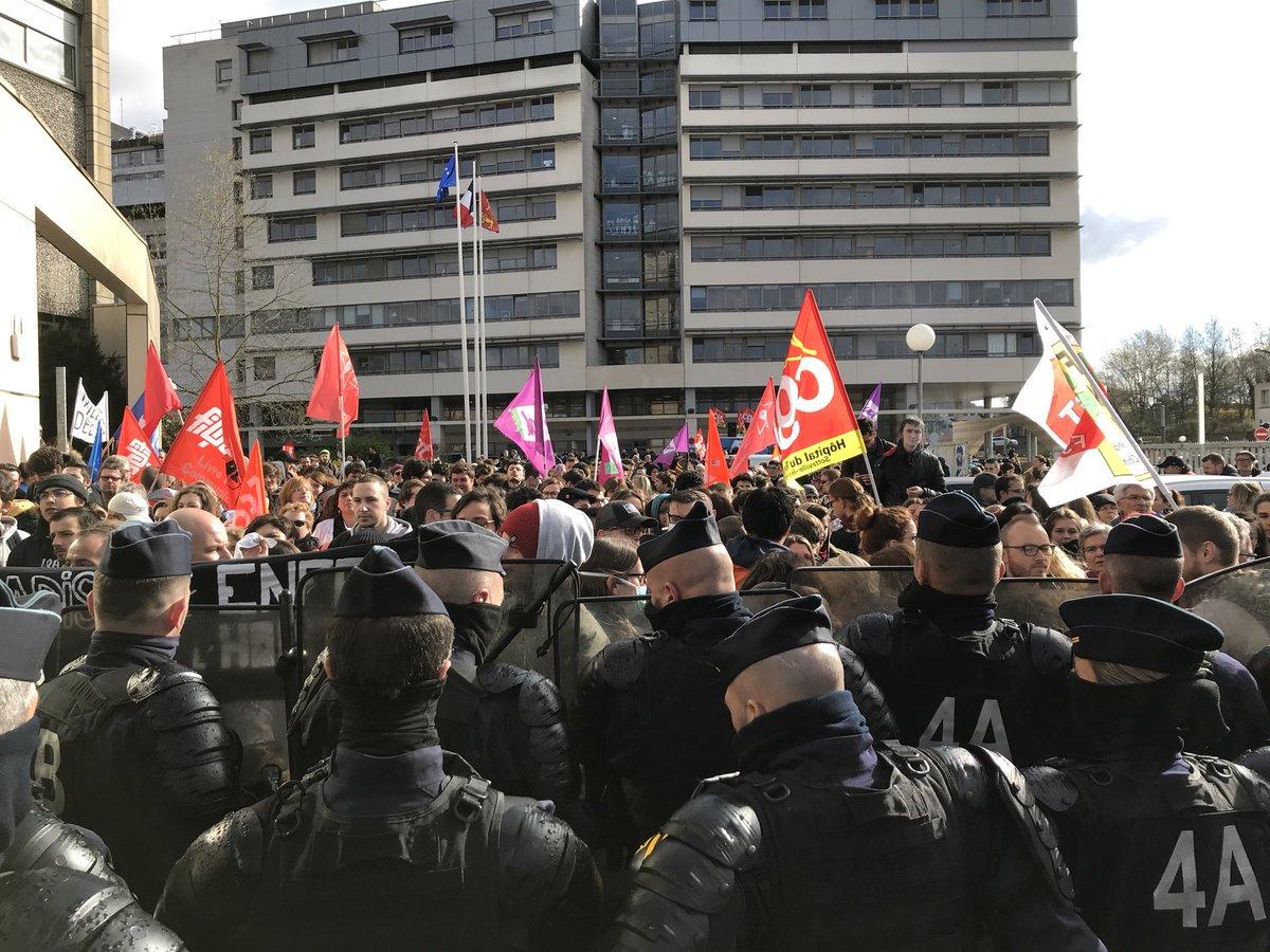 Francia paralizada en nueva jornada de huelga ferroviaria [FOTOS]