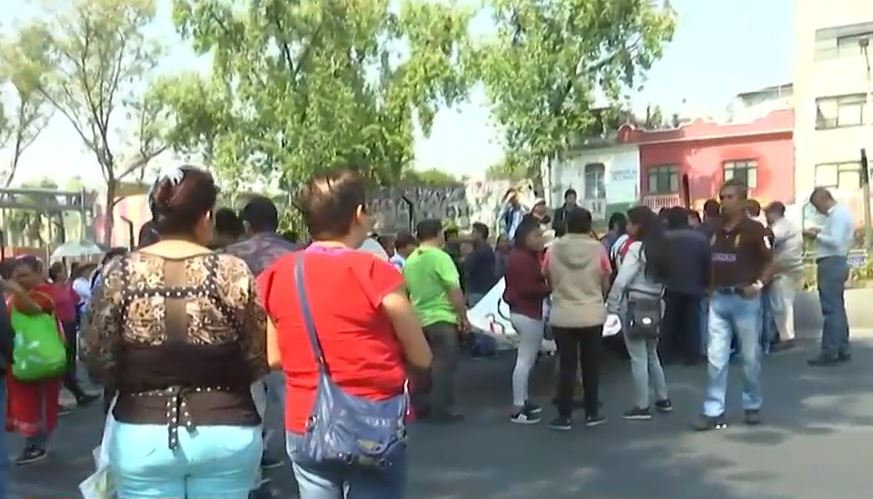 Manifestantes bloquean calzada de Tlalpan, CDMX; se dirigen al Zócalo. (Noticieros