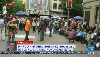 Manifestantes bloquean Bucareli a la altura de la Segob