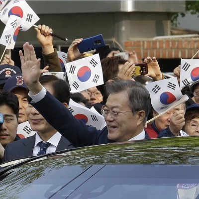 Presidente surcoreano parte hacia cumbre con Kim Jong Un