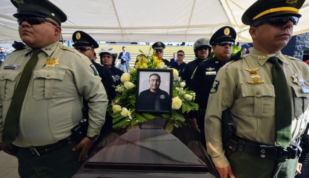 Con honores, despiden a policía asesinado en Chihuahua