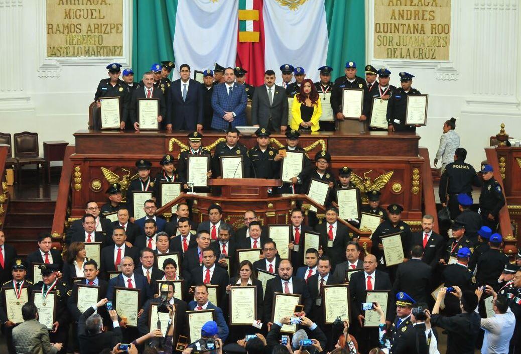 Asamblea Legislativa entrega reconocimientos a 149 policías de la CDMX