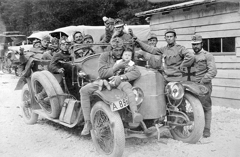 soldados-primera-guerra-mundial-alemanes-sostienen-nino