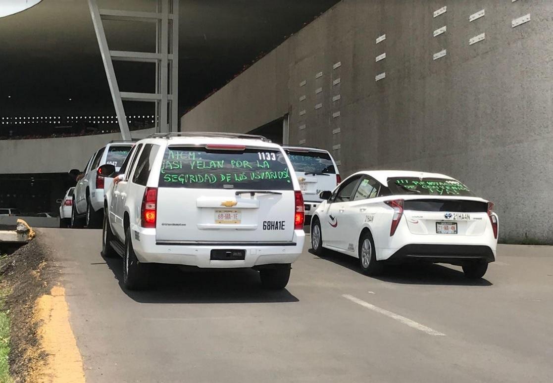 Reclaman taxistas monopolio en AICM