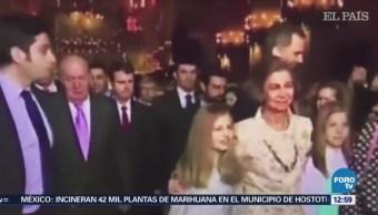 Reinas de España protagonizan momento de tensión en misa de Pascua