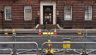Duques de Cambridge se preparan para recibir a su tercer hijo; resguardan hospital