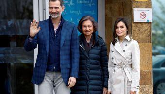 Reyes y doña Sofía visitan juntos a don Juan Carlos en hospital