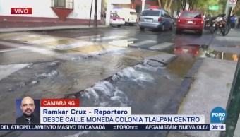 Se registra fuga de agua en calle Moneda, colonia Tlalpan Centro