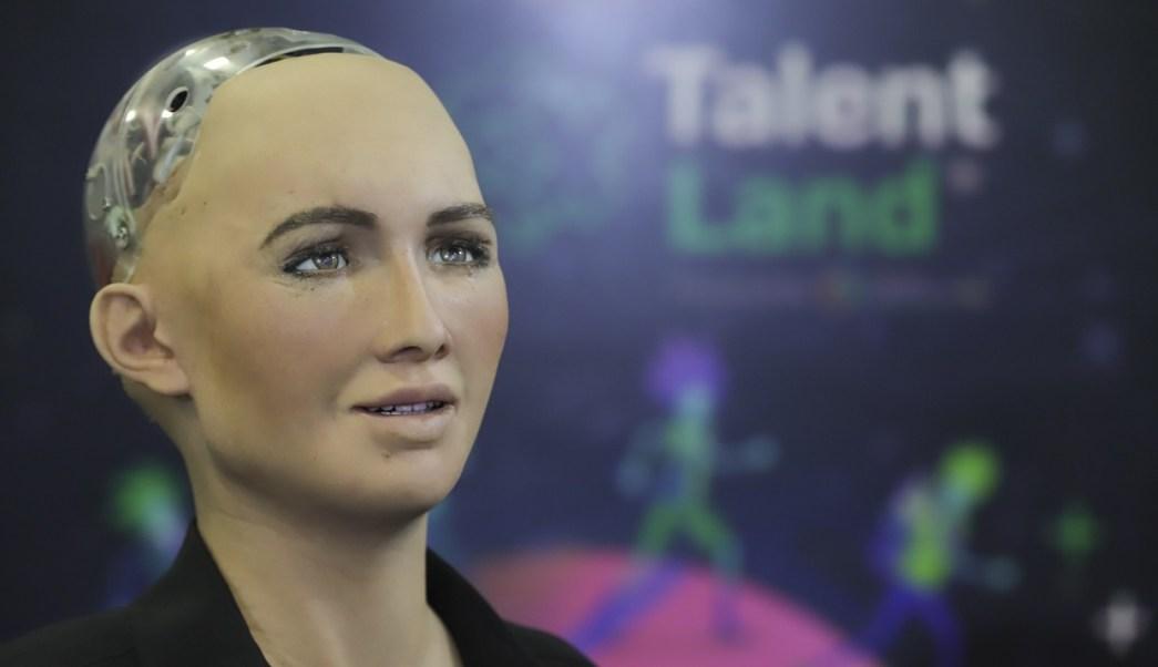 México hecho grandes contribuciones mundo, asegura robot Sophia Talent Land 2018