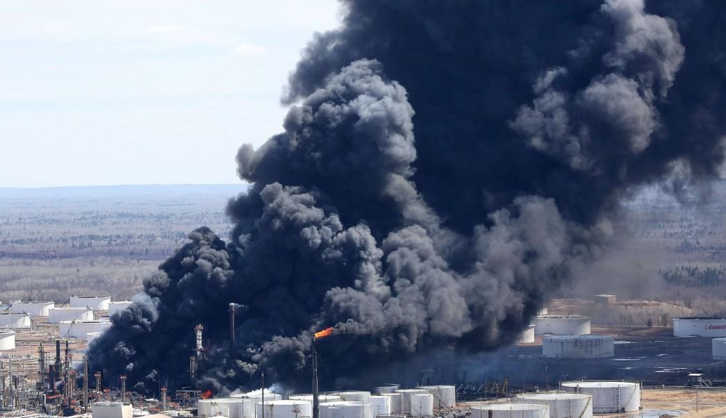 Suman once heridos explosión refinería Wisconsin