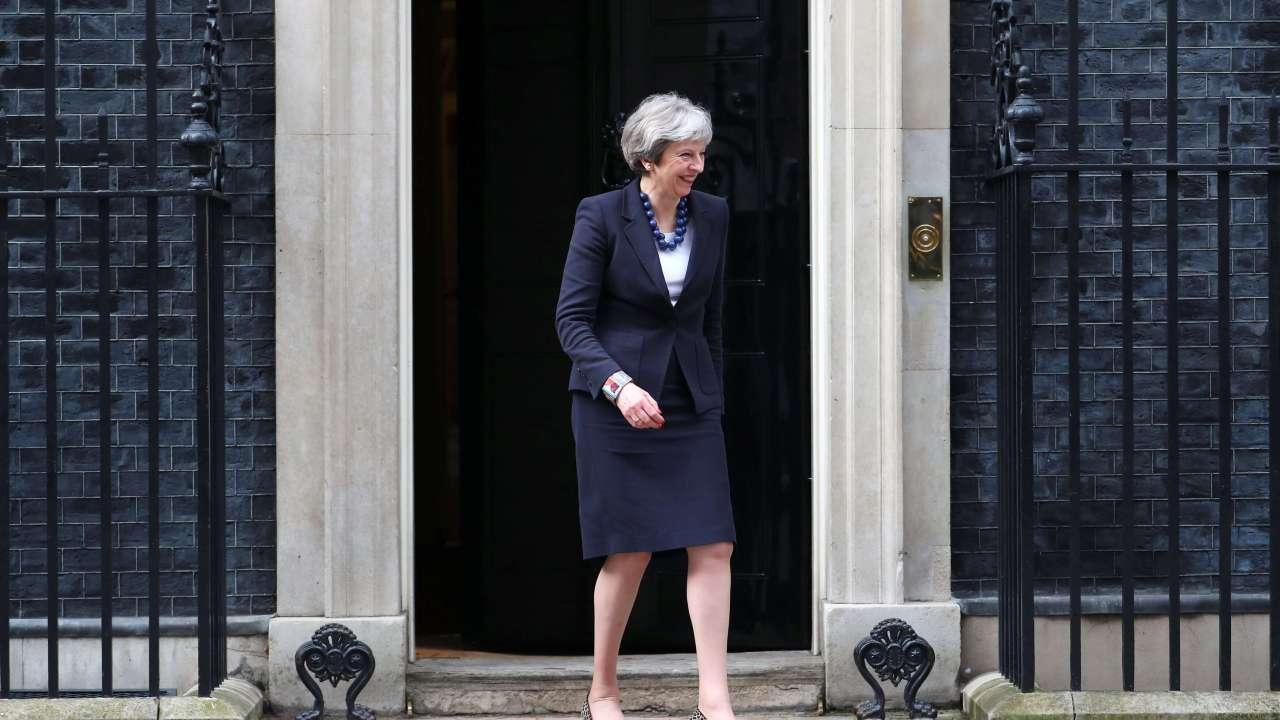 Theresa May discute reacción Reino Unido ataque químico Siria
