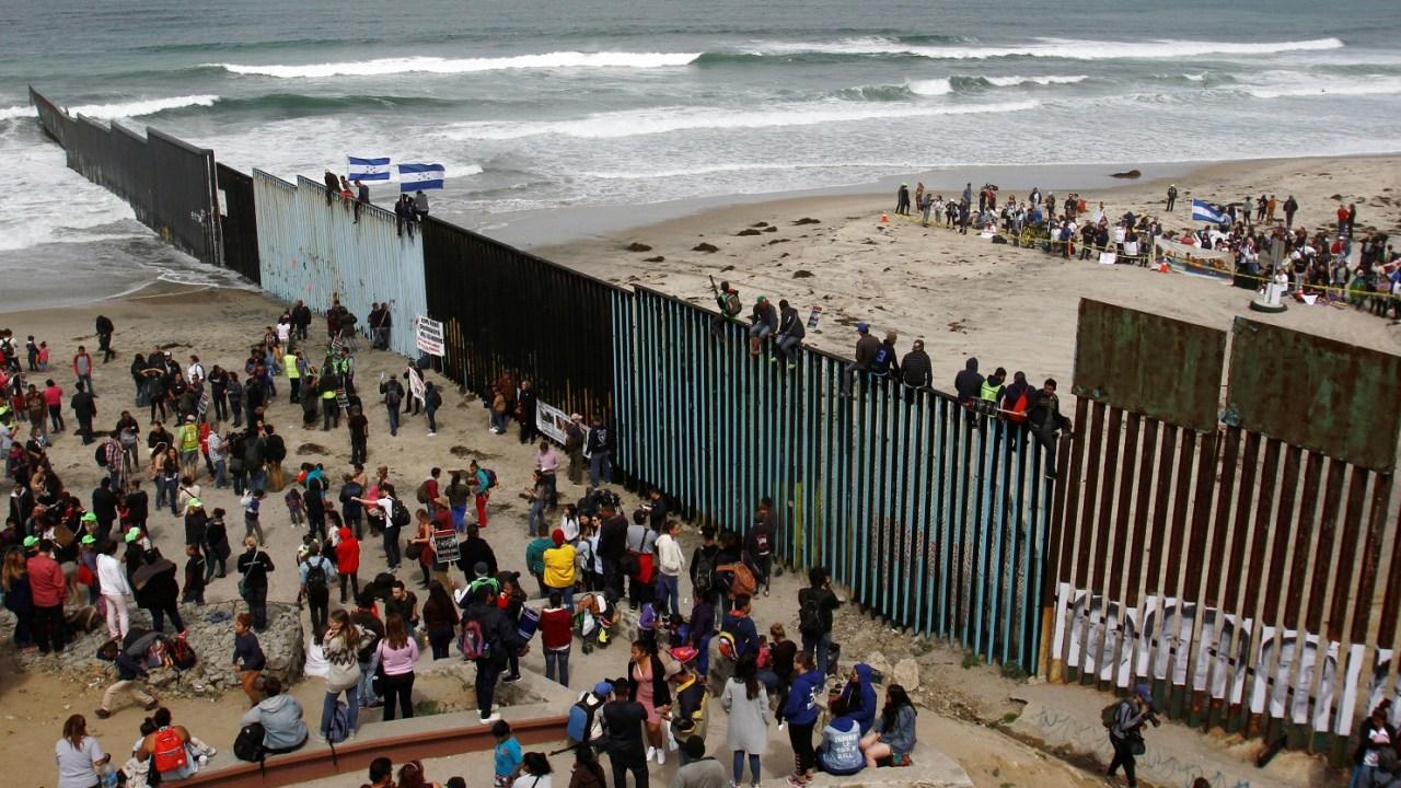 Miembros de la caravana migrante le aseguran Trump que no son criminales