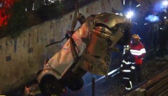 Automóvil cae en zona de vías del Metro Oceanía de Línea 5
