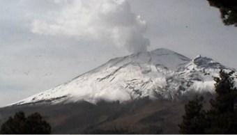 El volcán Popocatépetl amanece cubierto de nieve debido al frente frío