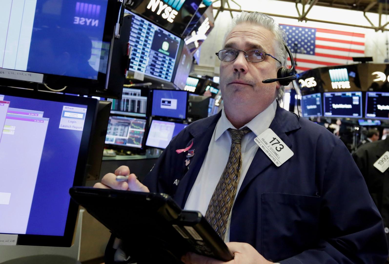 Wall Street abre a la baja tras amenazas de Trump a Rusia