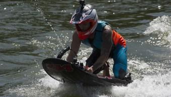 Amantes de los deportes acuáticos disfrutan del jet surf en BCS