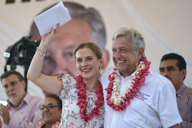 AMLO promete en Veracruz reactivar economía derivada del petróleo