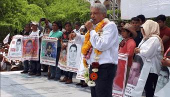 López Obrador ofrece esclarecer el caso de Ayotzinapa
