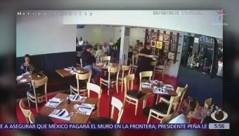 Asaltan a mujer dentro de restaurante en la CDMX