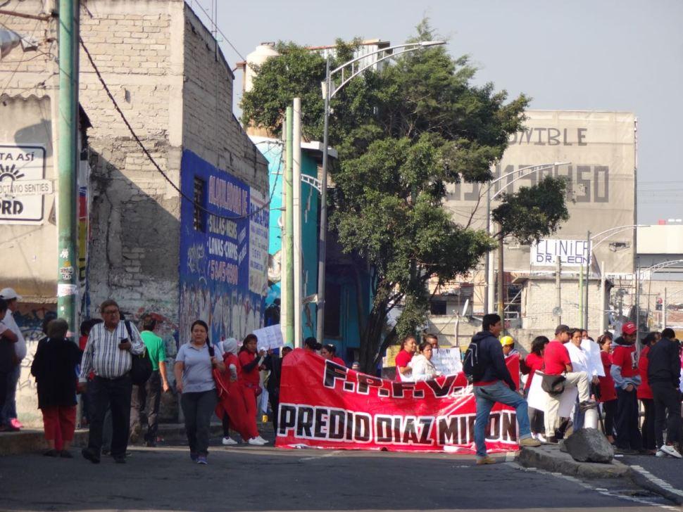 Bloqueo en Periférico y Tláhuac causa caos vial en la CDMX