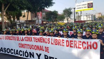Protestan Bomberos por denuncia de Morena contra Barrales