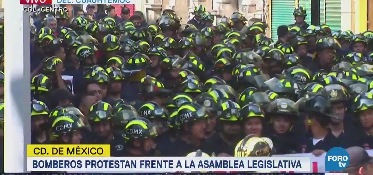 Bomberos protestan frente a la Asamblea Legislativa de la CDMX