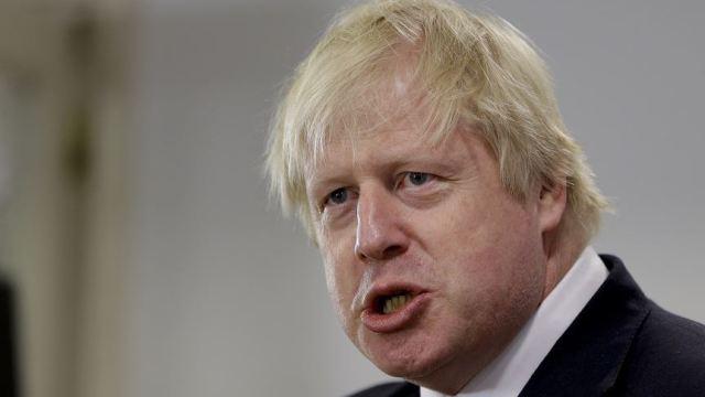 Johnson habla con bromista que finge ser primer ministro
