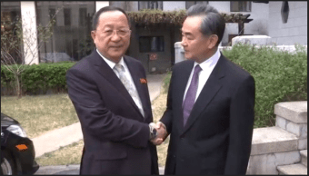 Canciller chino se reúne con su homólogo norcoreano en Pyongyang